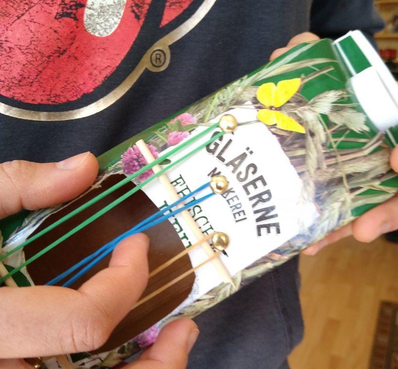 TIPP 31.03.2020: Upcycling – Die Getränkekarton-Gitarre